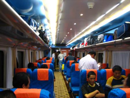 k火车硬座车厢图片_火车硬座车厢三层_火车硬座车厢三层高清图片
