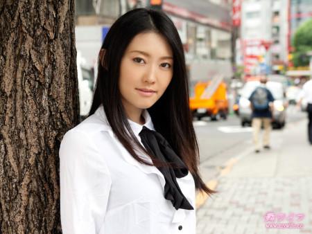 高岛理央_这个日本美女叫什么名字