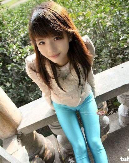 小女孩穿芭蕾紧身衣_求这个穿蓝色紧身裤的女孩全部图片_百度知道