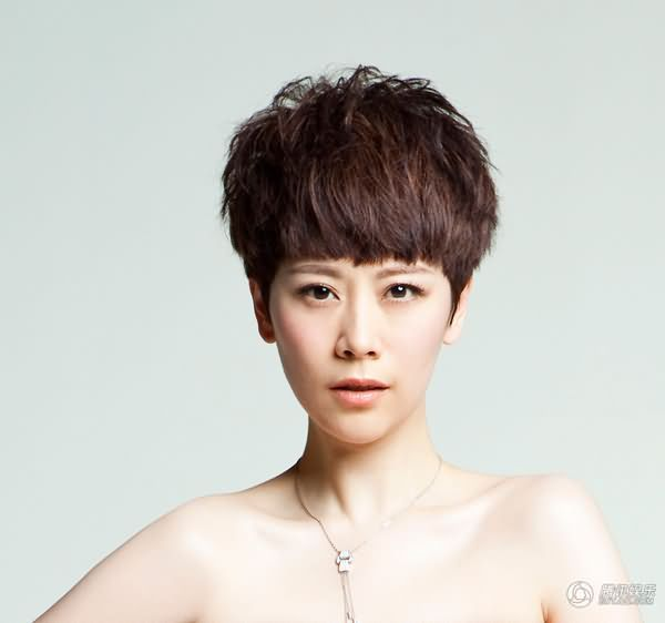 周笔畅短发发型图片_中学的剪头发的要求是露眉露耳后面的头发【如图这么短】求 ...