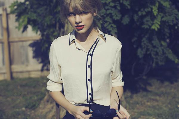 【求图】急求taylor Swift泰勒 183 斯威夫特red专辑的一套写真图,是一套,而且要无字母p上的大图。red的 百度知道