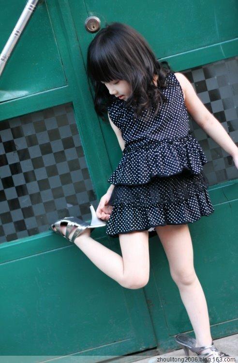 穿白丝的小学女生被绑_绑架白袜小女孩_绑架白袜小女孩图片_绑架白袜小女孩内容