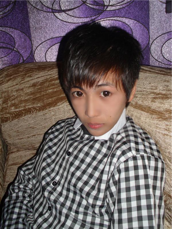 13~14岁男生真人照片_谁有16,17,18岁左右帅气男生,生活照30-70张_百度知道