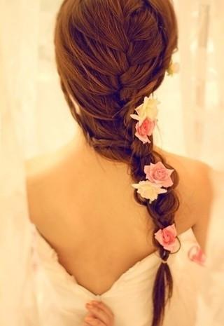 新娘白纱裙造型图片_谁有穿白纱裙扎麻花辫的女生背影,意境唯美的那种_百度知道