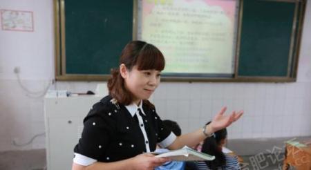 小学教师服装_小学是语文老师当班主任好还是数学老师当班主任好