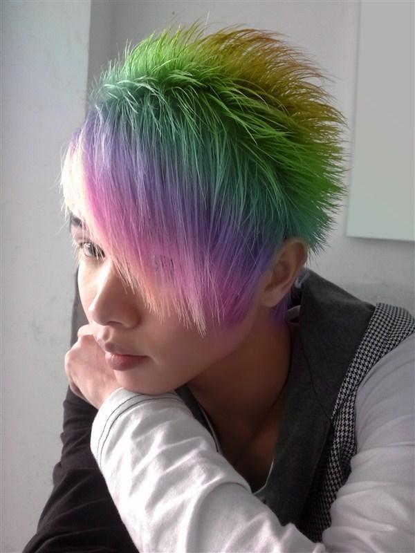 彩色非主流_酒红色头发非主流图片展示_酒红色头发非主流相关图片下载